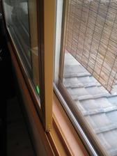 既存窓の内側に取り付けるだけ。スピード施工です。