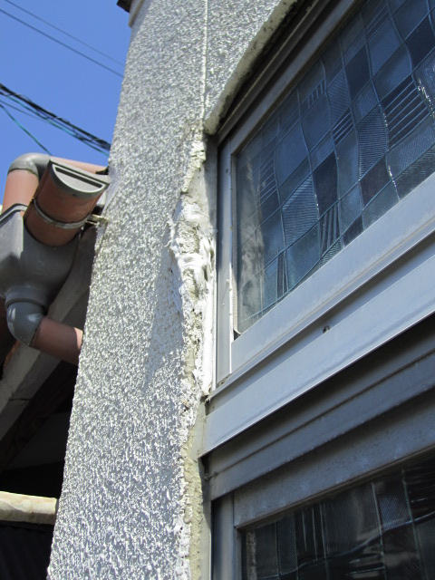 窓廻りも塗装及びモルタル下地がご覧のように!