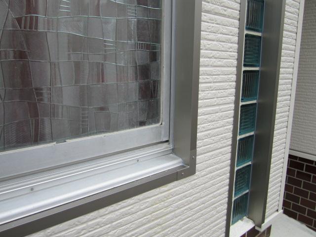 サッシュ廻りは、アルミ製窓枠を使用しスッキリと!