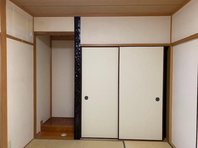 改修前の床の間、押入部分。