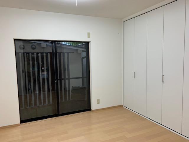 天井・壁はクロス仕上げ、床はフロアー張りにリフォームで<br /> 洋室に変身。